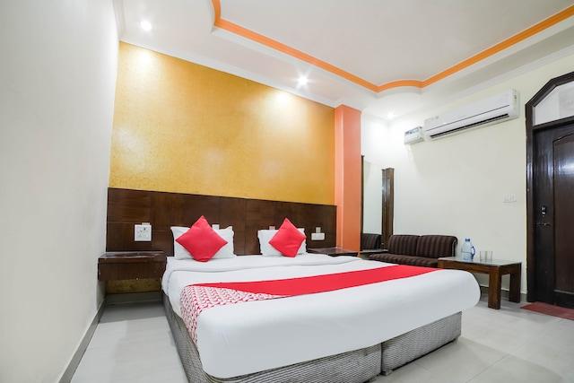 OYO 37157 Hotel Viraat