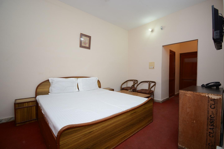 OYO 37159 Hotel Tanveer -1
