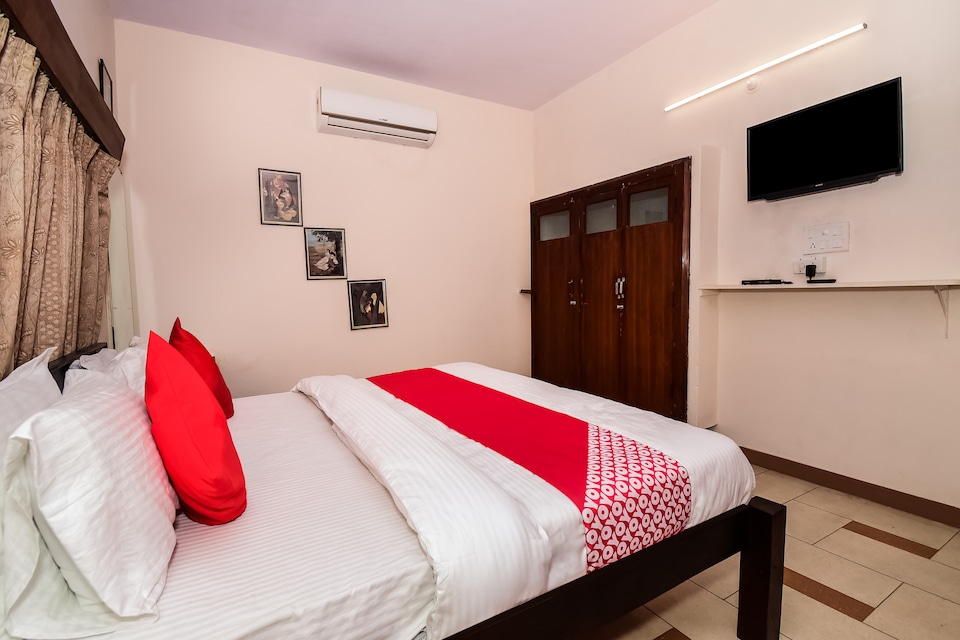 OYO 37179 Hotel Second Home