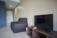 OYO Home 1049 Modern 1BR Empire City Marriot
