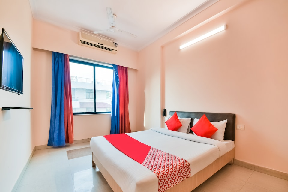 OYO 37212 Hotel Soft Petals By Arn Group