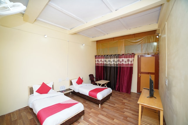 OYO 37228 Durgesh Guest House Deluxe
