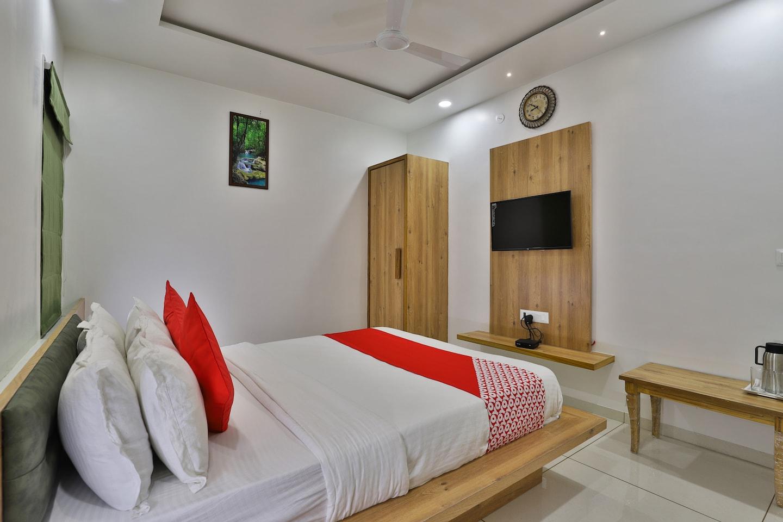 OYO 37230 Yashraj Hotel -1