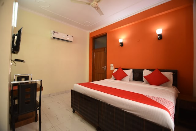 OYO 37242 Raj Guest House