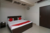 OYO 11722 Crystal Guest House