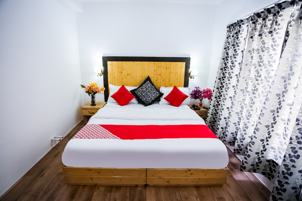 OYO 37348 Mountain Palace Inn