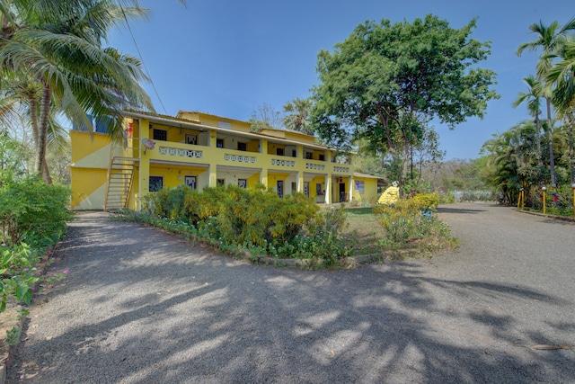 SPOT ON 37368 Yellow House SPOT