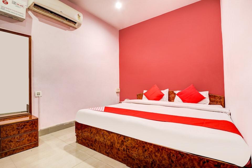 OYO 37406 Maha Roopa Palace