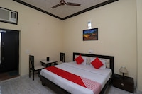OYO 37459 Hotel Sanaya