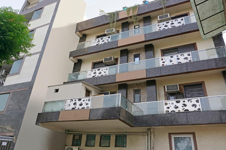 OYO Home 37547 Elegant Studios Lajpat Nagar -1