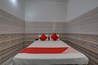 OYO 37688 Hotel Dolphin