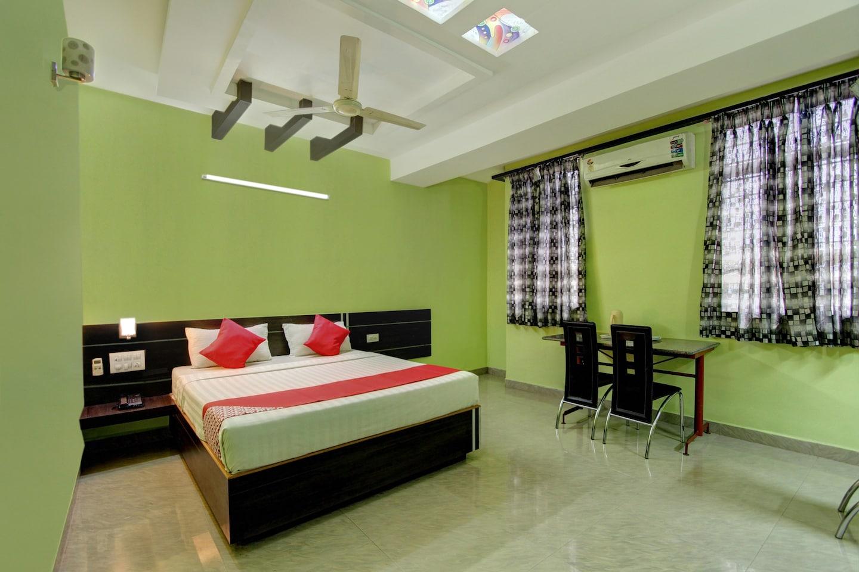OYO 37740 Hotel Manik Residency -1
