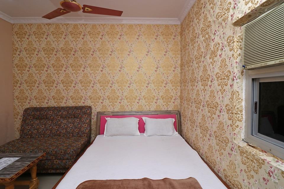 SPOT ON 37766 Hotel Aastha