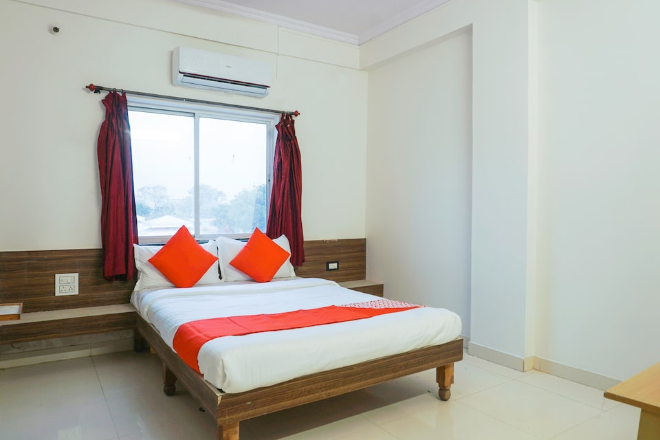 OYO 37769 Hotel Chaitanya