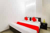 OYO 37833 Hotel Safe Stay
