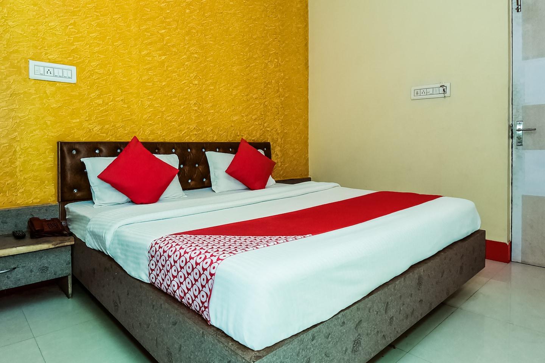 OYO 37863 Hotel Dharam Palace -1