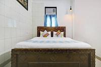 OYO 37882 Cozy Stay Lajpat Nagar
