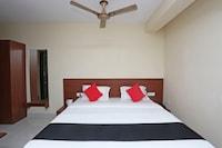 Capital O 37885 Ekamra Inn Deluxe