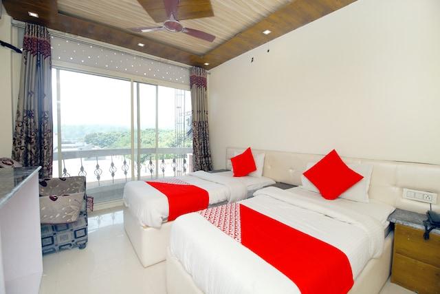 OYO 37897 Hotel Brijwasi Palace