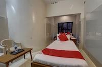 OYO 37951 Lrm Hotels Deluxe