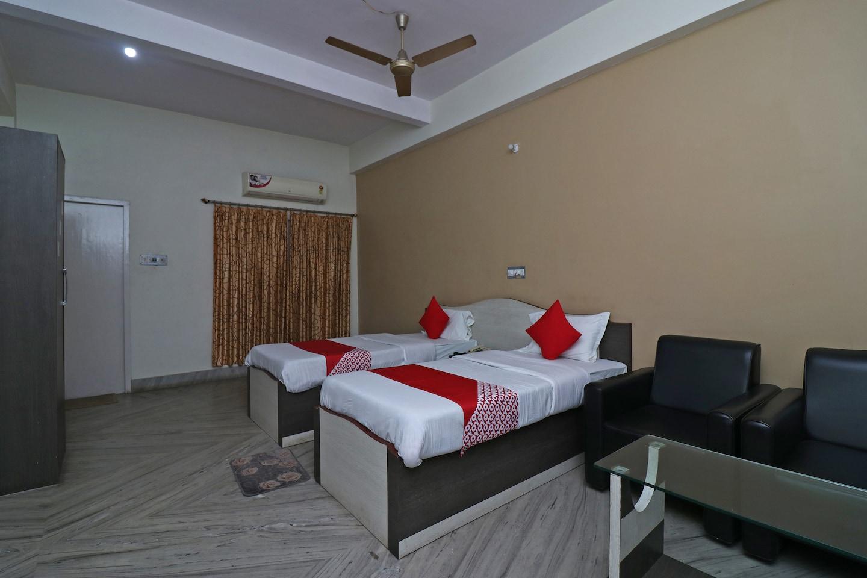 OYO 37989 Hotel Debarshi -1