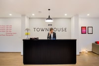OYO Townhouse 165 Netaji Road