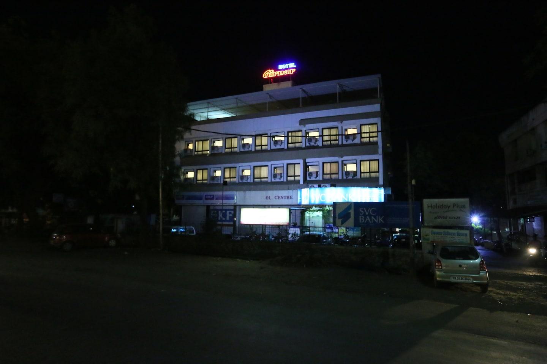 OYO 3685 Hotel Girnar -1
