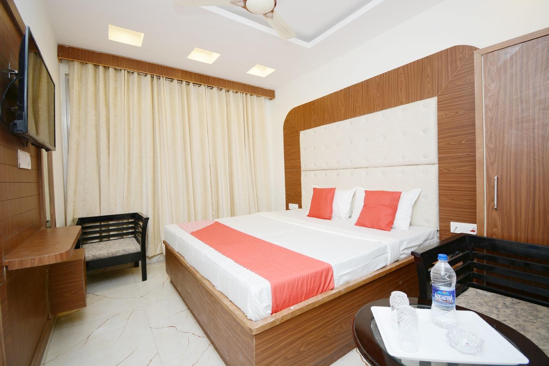 OYO 38037 Taj Inn -1