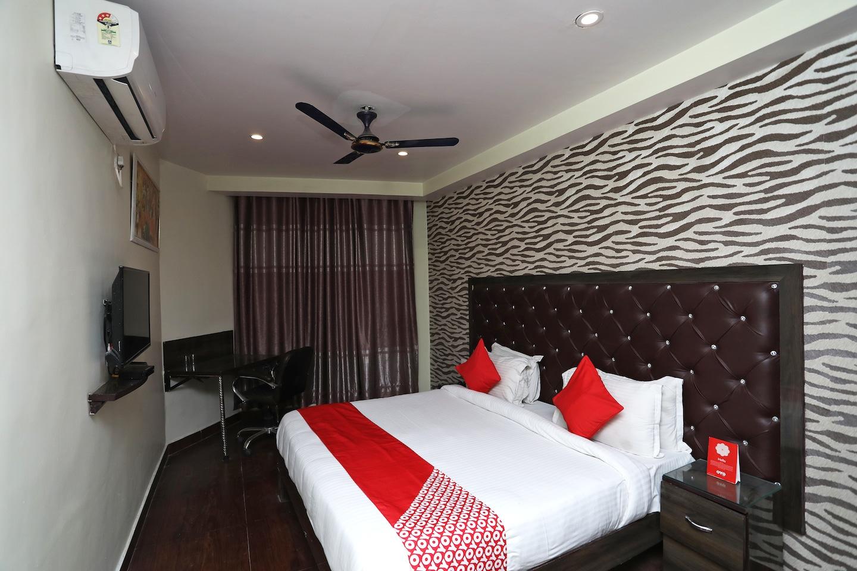 OYO 38057 Hotel Maan -1