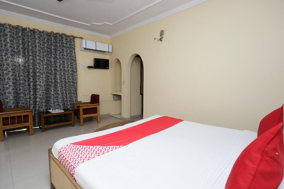 OYO 38111 Hotel Shri Hari