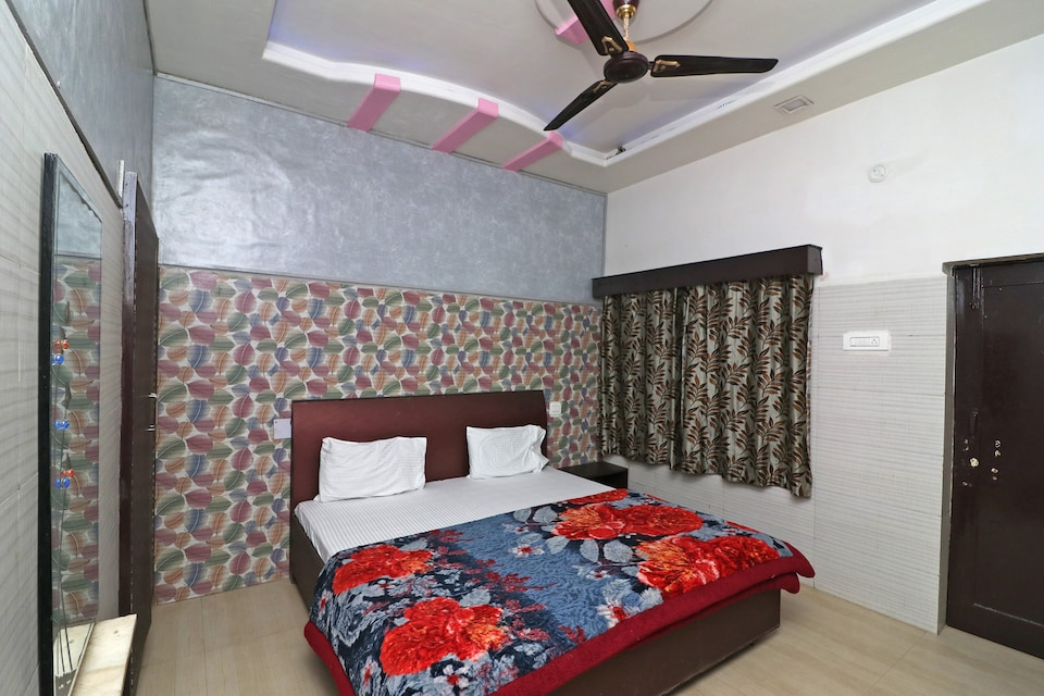 SPOT ON 38153 Hotel Taj Deluxe
