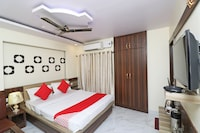 OYO 38159 Royal Suites