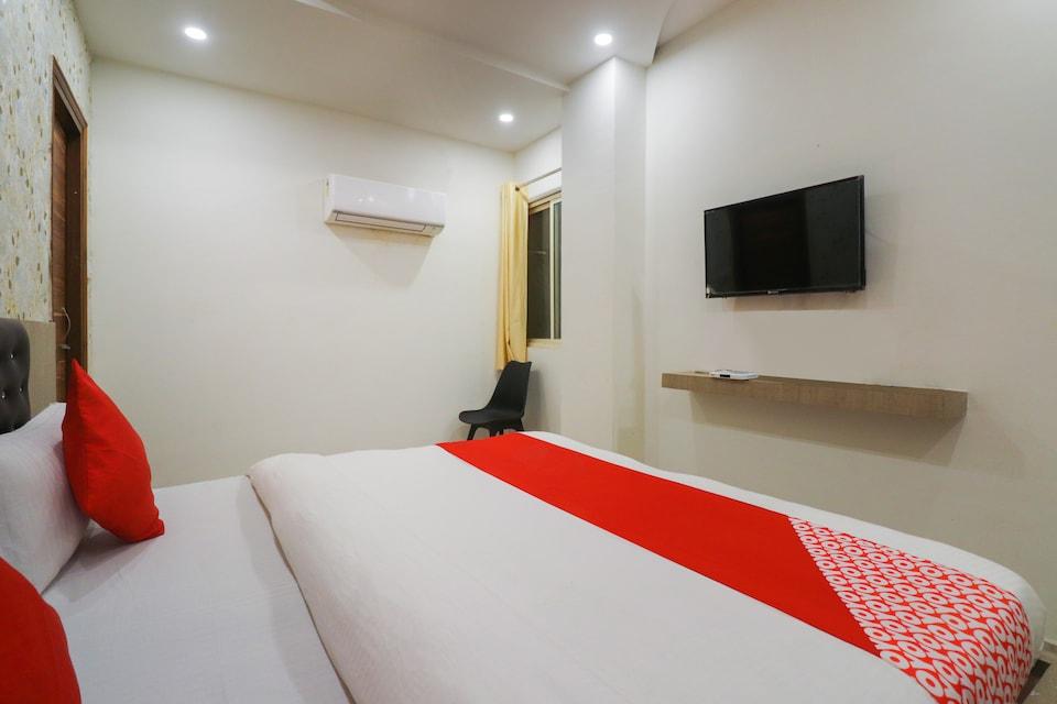 OYO 38409 Hotel Uma Palace