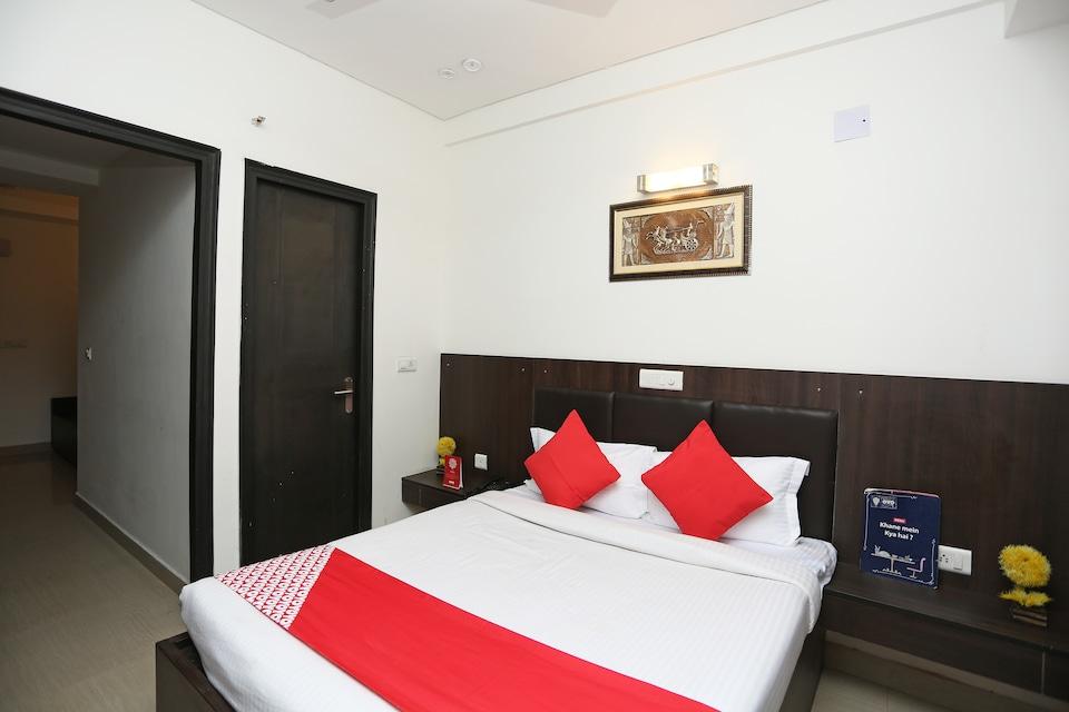 OYO 38548 Hotel Deluxe Taj