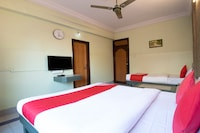 OYO 38585 Cozy Hotel Anand Deluxe