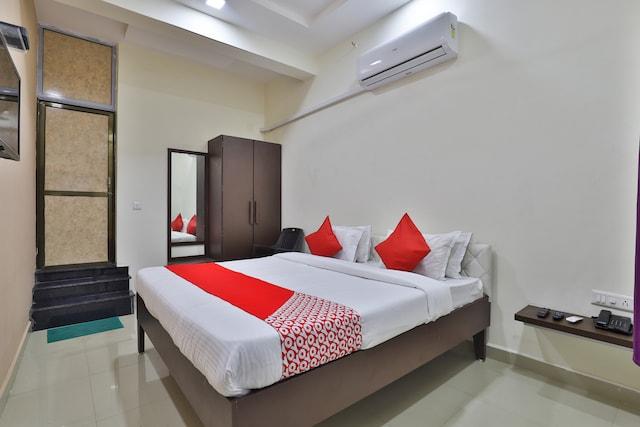 OYO 38589 Rajguru Guest House Saver