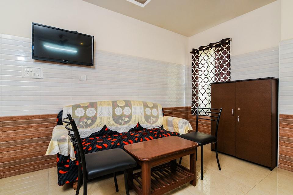 OYO 38595 Varsha Grand Residence
