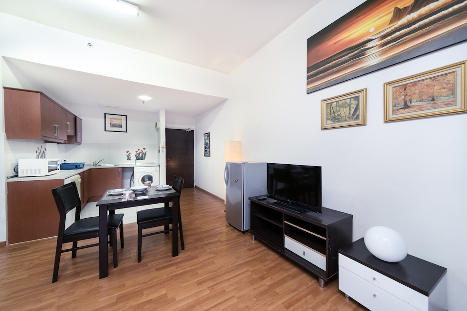 OYO Home 1092 Fancy Studio Silka Maytower