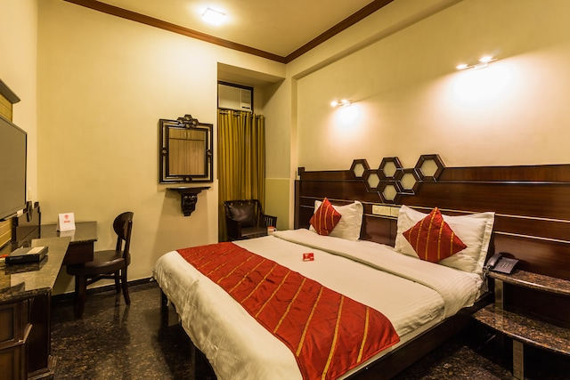 OYO Rooms 434 Jacaranda Marg DLF Square