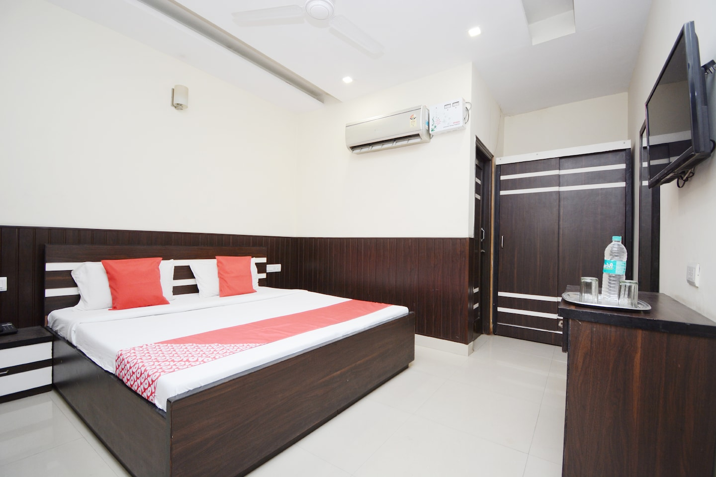 OYO 38734 Anand Residency -1