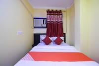 OYO 38746 Hotel Blue Star Saver