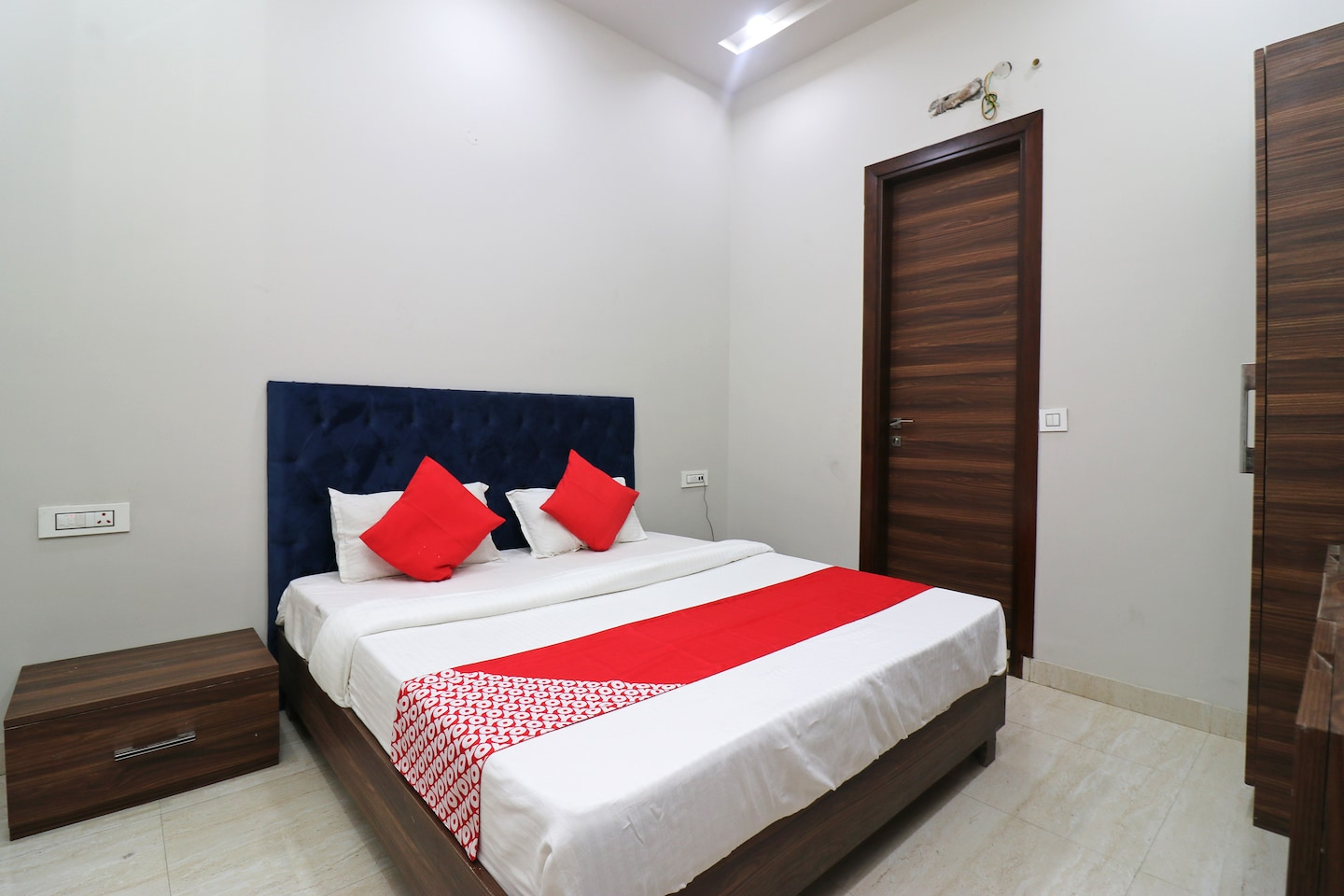 OYO 38799 Savoy Guest House -1