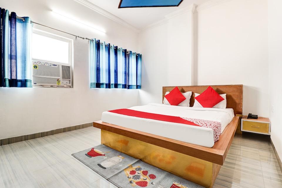 OYO 38812 Shri Laxmi Palace