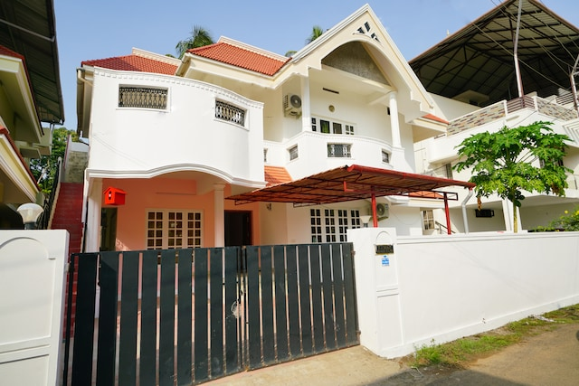 OYO Home 39288 Spacious Stay Near Info-park