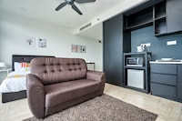 OYO Home 1100 Lovely 1br Empire City Marriot