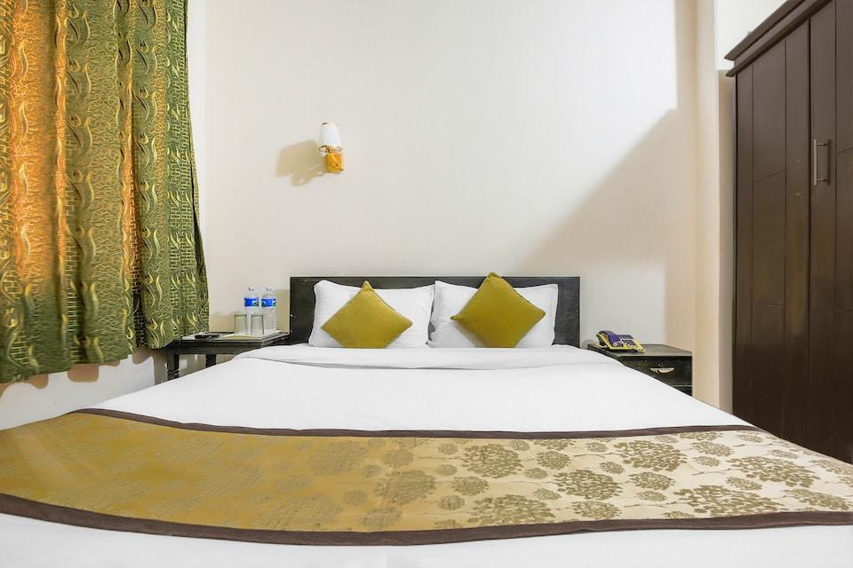 OYO 388 Teeka's Holiday Inn
