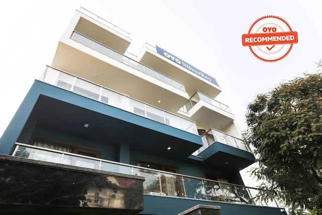 SilverKey Executive Stays 39550 Dakshin Marg Phase 2