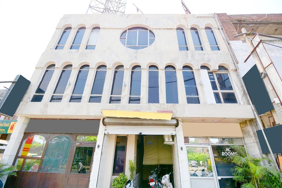 SPOT ON 39627 Hotel Samrat