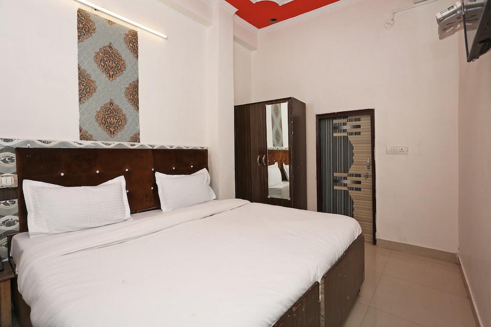 SPOT ON 39685 Hotel Shubham