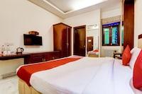 OYO 39725 Hotel Regent Continental